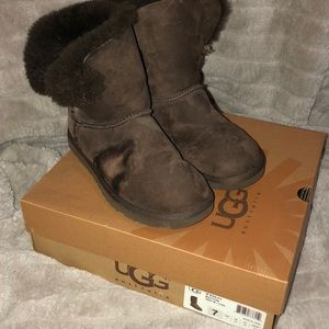 Chocolate Bailey Button Uggs